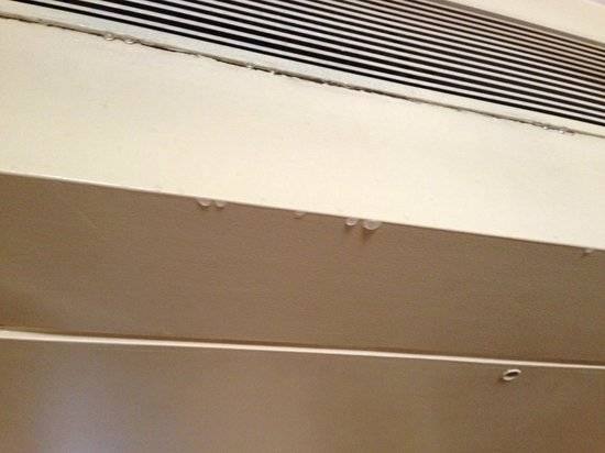 Hotel Bawa Suites : Aircon - note the drips