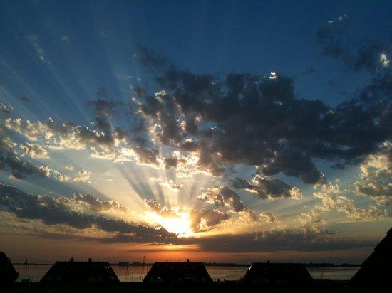 KYP Yachthafen Residenz: Sonnenuntergang am Wieker Hafen