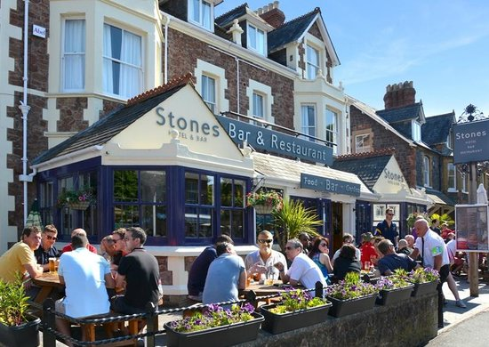 Stones Hotel, Bar and Restaurant: Front of building