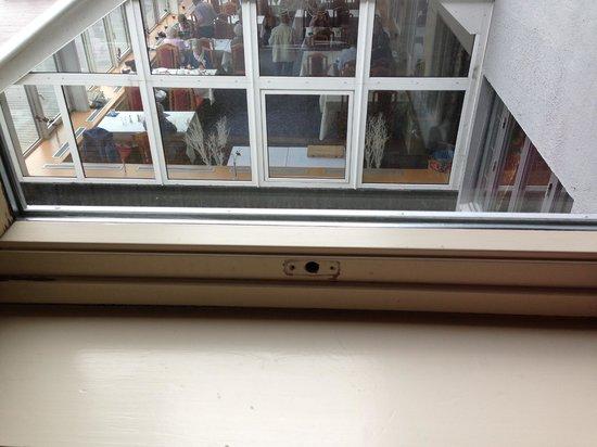 Skogstad Hotell: Missing window handle & breakfast view from the room