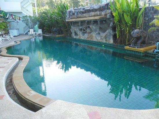 SM Resort: pool