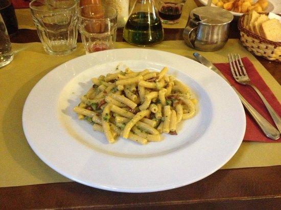 Osteria SPQ Milano : Maccheroni con pancetta tostata e broccoletti