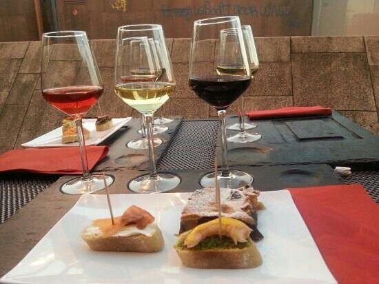Douro Wine Flights : nice wine and great tapas