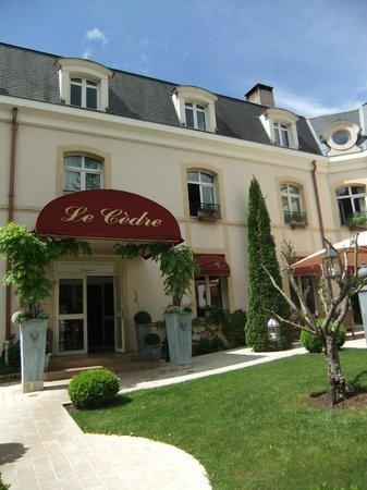 Hostellerie Le Cedre: Entrance Le Cèdre