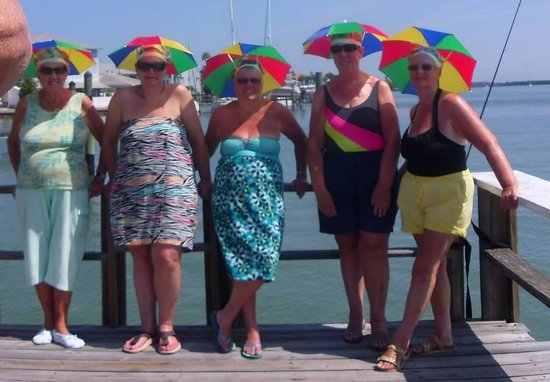 Ebb Tide Waterfront Resort: Ladies asked Graham the owner can we have shade on the dock he delivered these lol