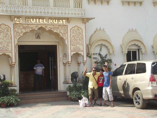 Hotel Ruby : outside