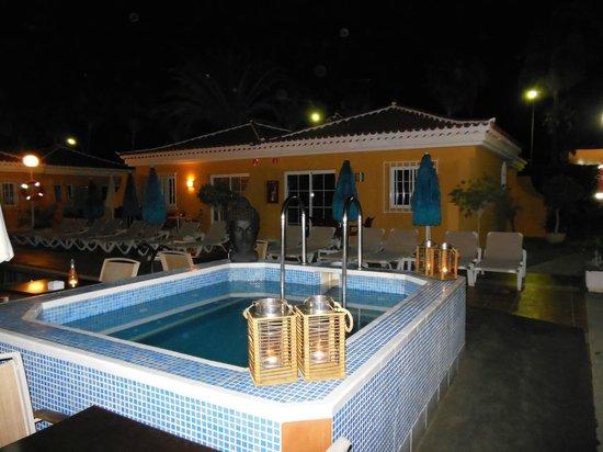 Club Torso Gay Resort: Jacuzzi, heerlijk !!