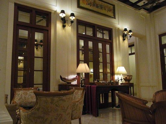 Settha Palace Hotel: Bar/Lounge Area
