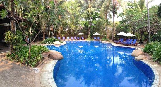 Settha Palace Hotel: Pool
