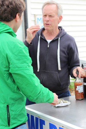 The Brighton Shellfish & Oyster Bar: Instrukcje jak zjeść ostrygi