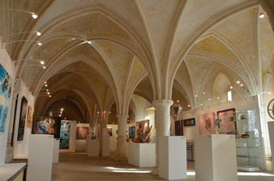 Montivilliers, France: Le réfectoire gothique aujourd'hui salle d'exposition