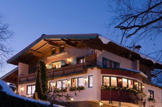 Sunnberg Pension: Gästehaus Sunnberg bei Dämmerung