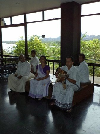 Sri Lankan music at the lobby
