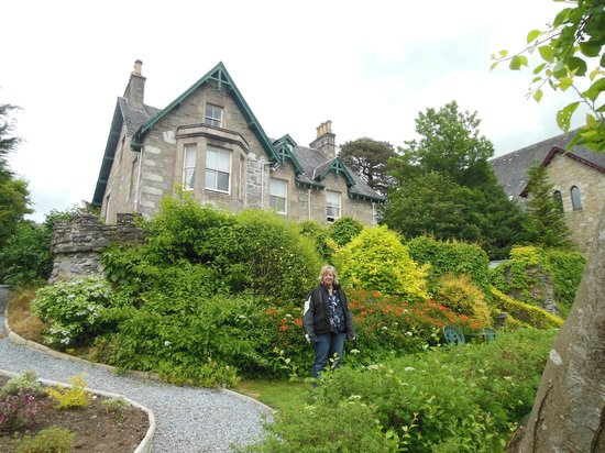 Craigroyston House and Lodge: Beautiful House in a Beautiful Setting
