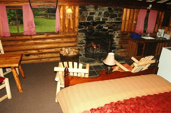Rustic Log Cabins: Cabin 1