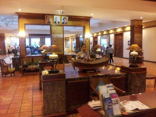 Himawari Hotel Apartments: Hotel lobby