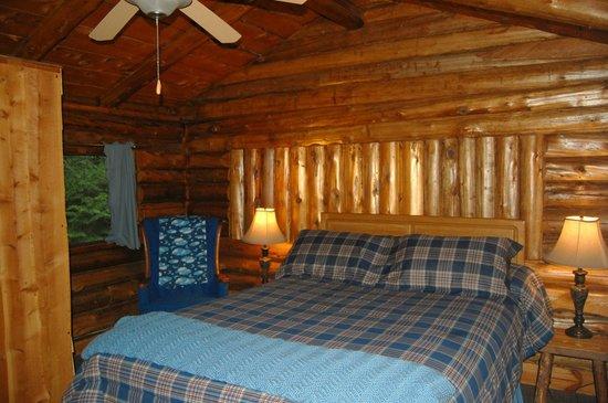 Rustic Log Cabins : Bedroom Cabin 5