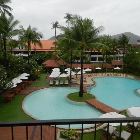 Patong Beach Hotel: sunrise wing pool view