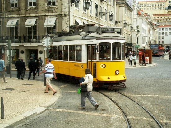 Lisbon Tram & Funicular Network : 582 followed us all the way!