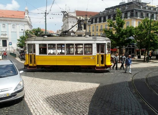 Lisbon Tram & Funicular Network : A typical 'Remodelado' Lisbon Tram