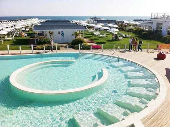 la piscina foto di v lounge beach restaurant lido di