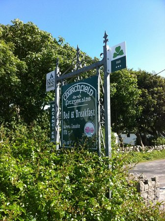 Churchfield B & B: Sign out front