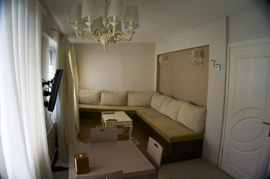 Residence La Vue : Living-Room (kitchen is on the back-side of the picture)
