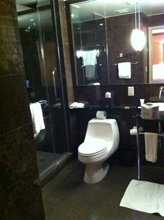 The Sam Houston, Curio Collection by Hilton: awesome bathroom
