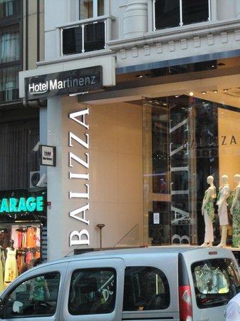 Martinenz Hotel: Entrada da Loja, digo do hotel