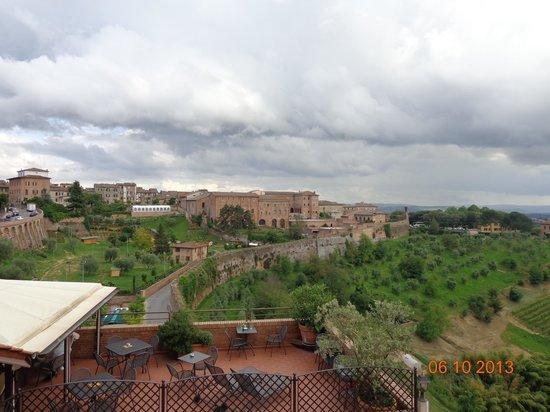 Hotel Athena: Vista terraza hotel hacia el valle