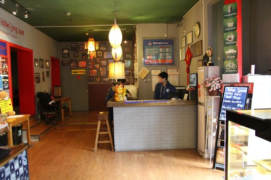 Sanlitun Huatong International Youth Hostel: Reception Desk