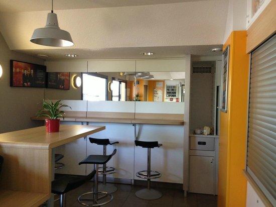 hotelF1 Clermont Ferrand Issoire Coudes : Salle petit-déjeuner - Cafeteria