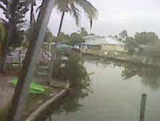 هيدن هاربور سويتس: view of canal from deck outside room