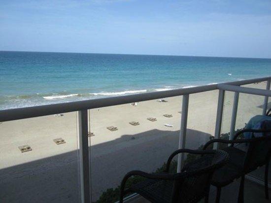 Courtyard Hutchinson Island Oceanside/Jensen Beach: Oceanfront room balcony