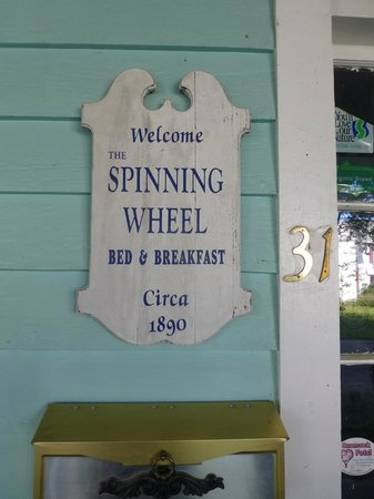 Spinning Wheel Bed and Breakfast : Sign on the porch