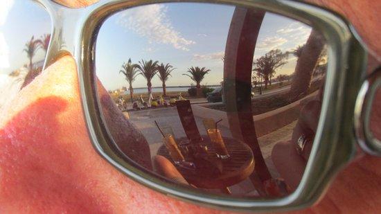Hotel Axos : Beachside drinks