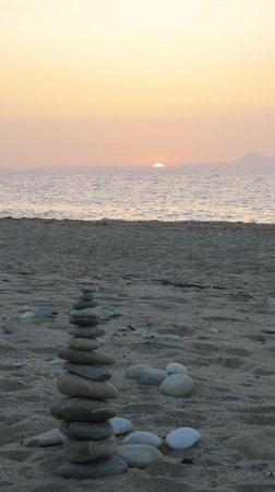 Hotel Axos : Sunset 9on the beach