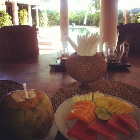 Villa Tandeg: Fresh breakfast every morning overlooking the pool and rice paddies