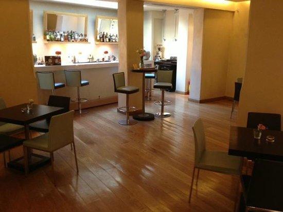 O&B Athens Boutique Hotel: Hotel bar