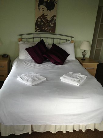 Graham Arms Hotel: Lovely comfy bed with nice bed linen too