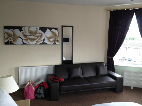 Longtown, UK: Lovely sofa area in the room