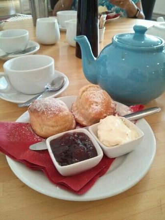Broomhill Art Hotel and Scupture Garden restaurant: Perfect cream tea