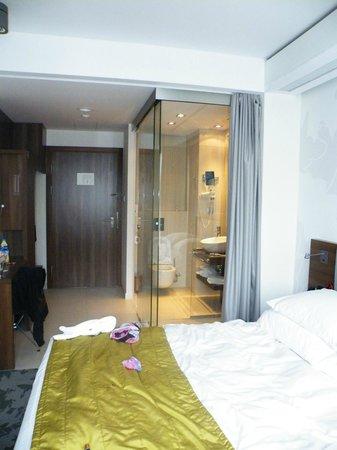 PURO Hotel: это душ и туалет. очень сюрреалистично :)