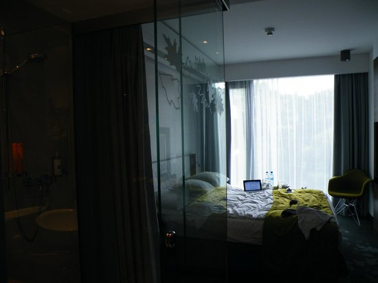 PURO Hotel: кровать е большая. если такая же в добле, то можете не поместиться