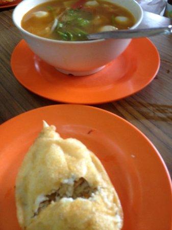 Tong Juan: stuff crab and tom yam soup