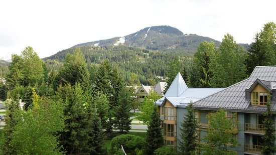 ‪‪Whistler Cascade Lodge‬: Whistler Mt. from our room‬