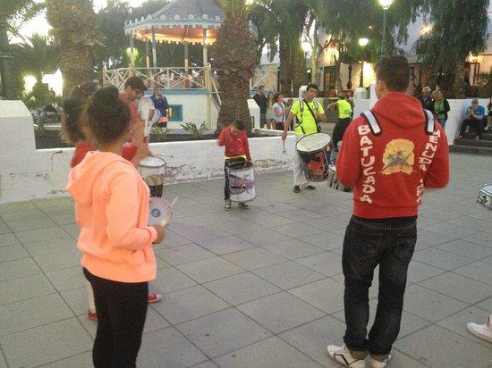 Pueblo Marinero: street drummers