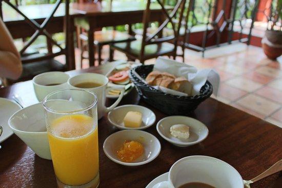 Hotel Cantarana : Breakfast