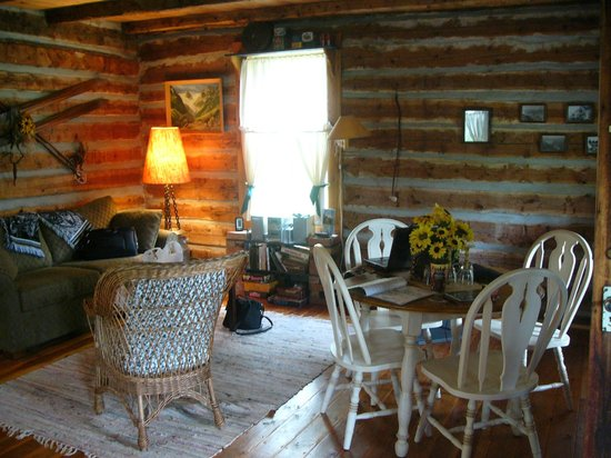 Windermere Creek Bed and Breakfast Cabins: Homstead Cabin