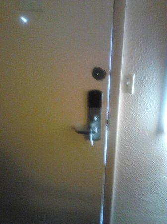 Econo Lodge Beavercreek : ROOM ENTRY DOOR